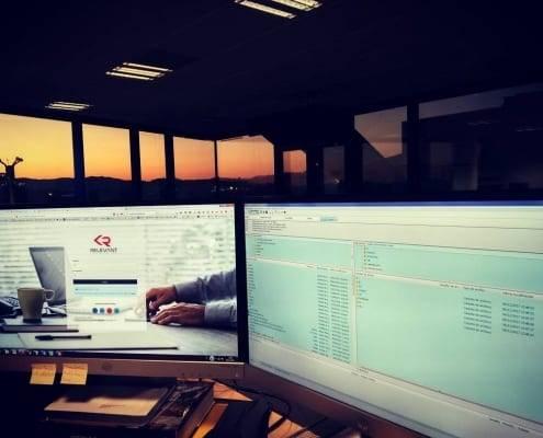 Trabajando en Relevant CMS hasta la puesta de sol